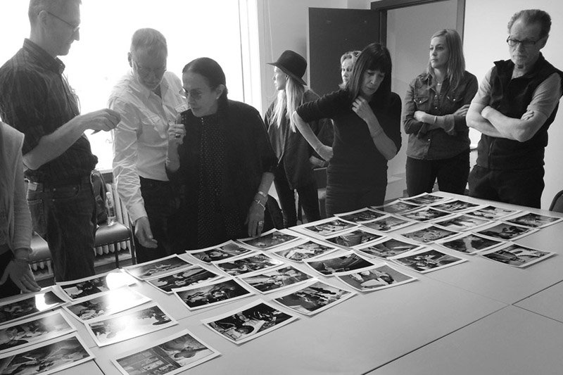 Mary Ellen Mark reviewing work with Students at Iceland workshop | Photo Xpeditions