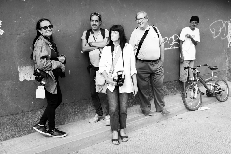 Mary Ellen Mark with Students at Oaxaca 2014 | Photo Xpeditions