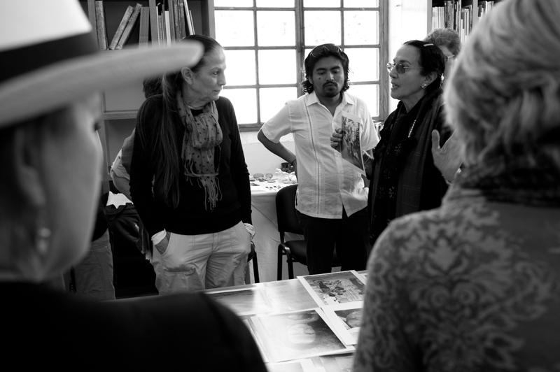 Mary Ellen Mark with Students on workshop Oaxaca | Photo Xpedions