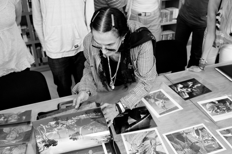 Mary Ellen Mark reviewing work with Students at Oaxaca workshop 2012 | Photo Xpeditions